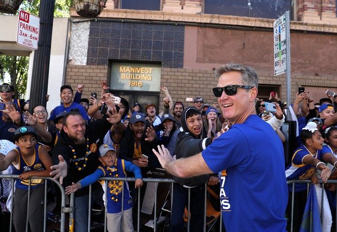 Steve Kerr festa golden state warriors nba parade (Foto: Getty Images)