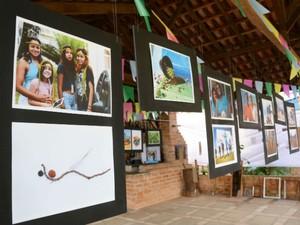 Foram expostas fotos que registraram diversos momentos do projeto (Foto: Emerson Ferraz)