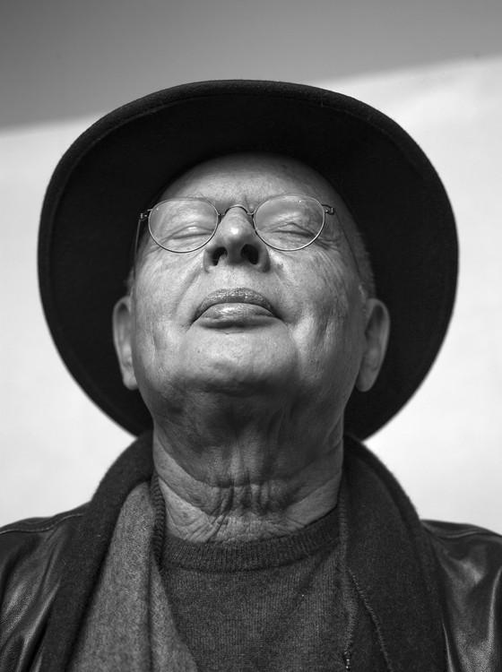 O grande fotógrafo Miguel Rio Branco é outro dos retratados na mostra  Face to face - retratos de mestres da fotografia contemporânea  (Foto: Divulgação)