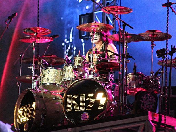 Eric Singer cantou 'Black Diamond' no primeiro show do Kiss em Brasília (Foto: Gustavo Schuabb/G1)