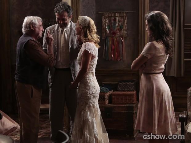 Apolônio faz surpresa e aparece após casamento de Mundo (Foto: Felipe Monteiro/TV Globo)