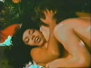 De uma família abastada do bairro da Urca no Rio de Janeiro, a mulata era garota propaganda do Clube de Futebol Bangu e Tintas Ypiranga. Estrelou filmes de sucesso de público, como 'As Massagistas Profissionais' (1976) e 'Manicures a Domicílio' (1978), ambos de Carlos Mossy e 'Histórias Que Nossas Babás Não Contavam' (1979), de Anibal Massaini, no qual interpretava o papel da Branca de Neve, cercada por anões tarados.  (Foto: Reprodução)