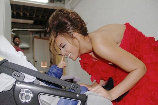 Beyoncé divulga foto da filha, Blue Ivy (Foto: Reprodução)