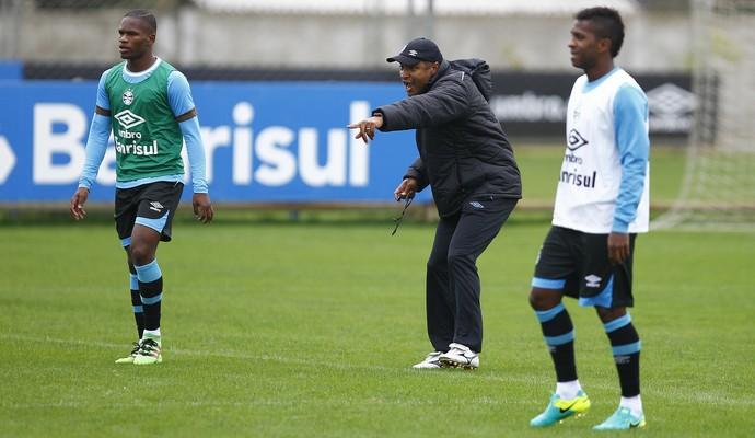 Roger Machado Miller Bolaños Grêmio (Foto: Lucas Uebel/Grêmio)