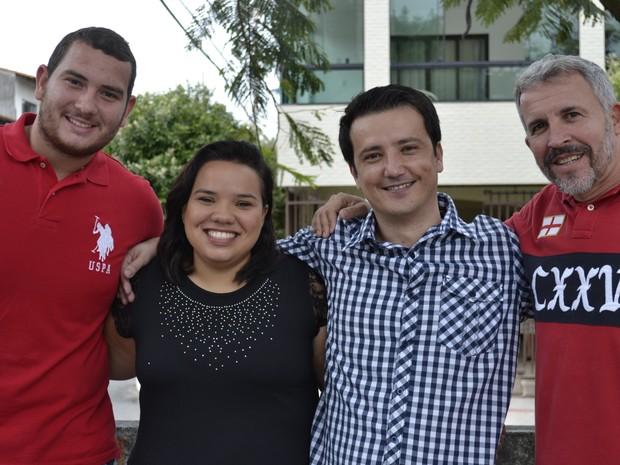 Amigos e familiares se únem para ajudar na doação de sangue para a cirurgia no Espírito Santo (Foto: Juirana Nobres/ G1)
