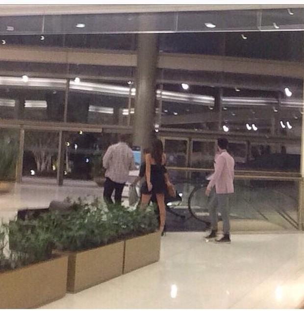 Bruna Marquezine e Luan Santana em shopping em São Paulo (Foto: Instagram/ Reprodução)