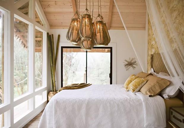 Interior de casa na árvore em Fern Forest, nos Estados Unidos (Foto: Reprodução/Airbnb)