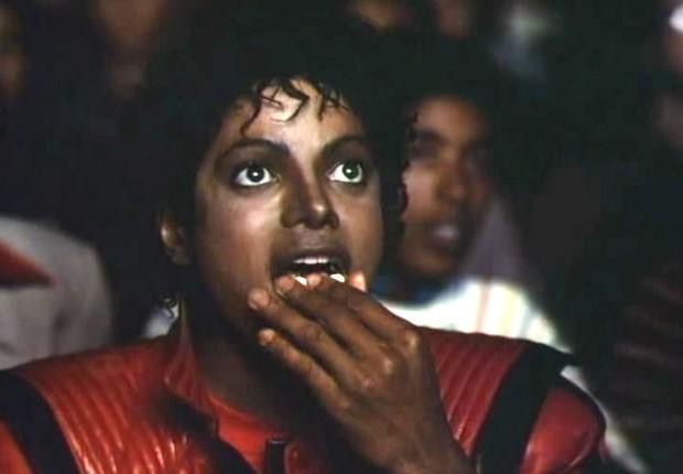 Michael Jackson comendo pipoca (Foto: Reprodução/YouTube)