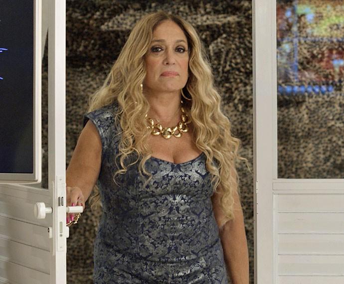 Adisabeba chega na hora e por pouco não flagra os dois (Foto: TV Globo)