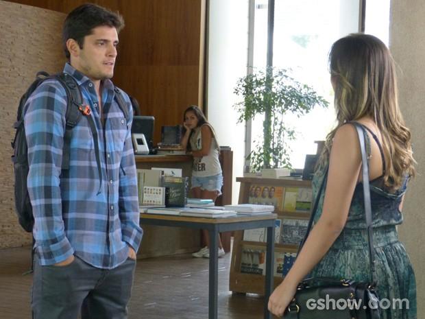 Segundas intenções? André pede para Bárbara não ficar com Lucas (Foto: Em Família/TV Globo)
