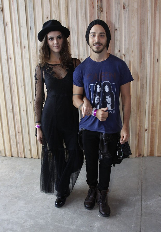 Junior Lima e a mulher (Foto: Celso Tavares / EGO)