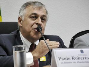O ex-diretor de Abastecimento da Petrobras, Paulo Roberto Costa, em depoimento à CPI no Senado, nesta terça (Foto: Geraldo Magela/Agência Senado)