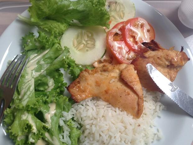 Salada passou a fazer parte da maior parte das refeições de Madiel (Foto: Madiel Max Santos Coelho/Arquivo pessoal)
