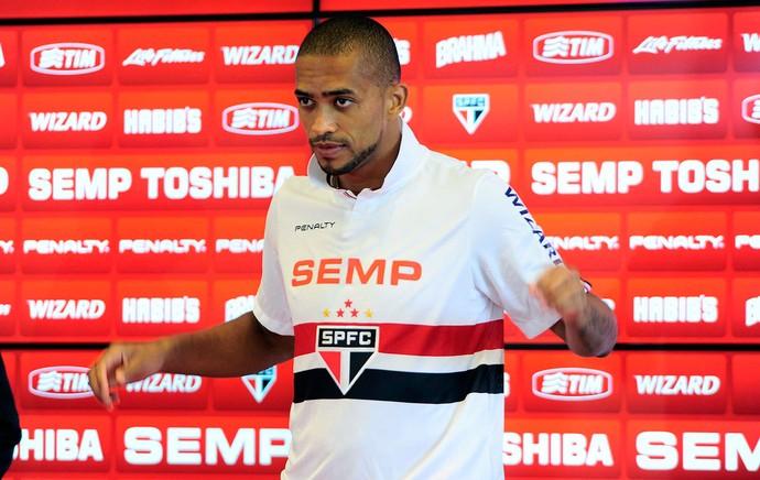 Luis Ricardo apresentado no São Paulo (Foto: Marcos Ribolli / Globoesporte.com)