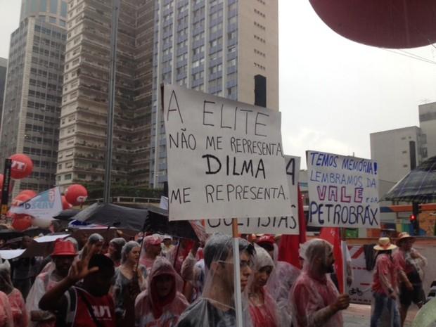 Cartaz em apoio a Dilma ato CUT Avenida Paulista (Foto: Roney Domingos/G1)