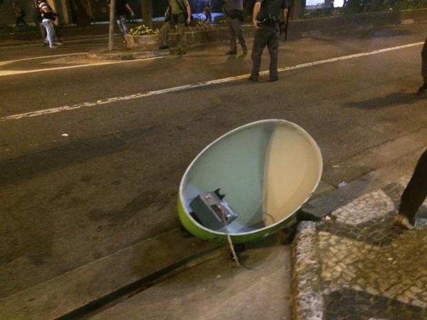 Telefone público quebrado na região da Praça da República nesta quarta-feira (Foto: Roney Domingos/G1)