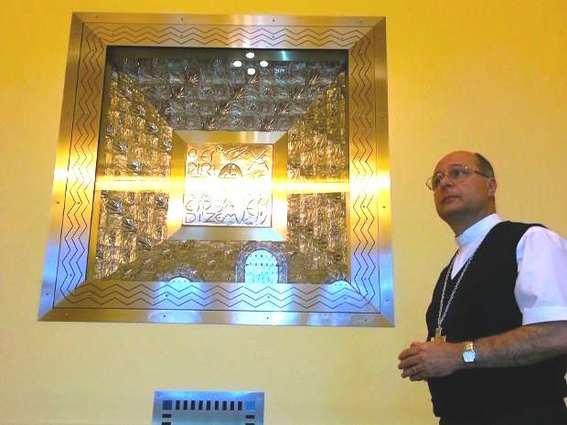 Papa irá venerar imagem em capela reservada; local tem um nicho que gira em 360°, e permite que imagem, mostrada do lado externo aos fiéis, possa ser vista no interior da capela. (Foto: Luiz Novaes/TV Vanguarda)