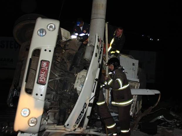Bombeiros e Samu socorreram as vítimas  (Foto: Rádio Belos Montes/Divulgação)