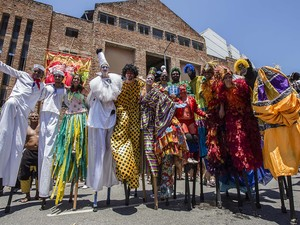Escravos da Mauá também desfilaram na Zona Portuária do Rio neste domingo (8) (Foto: Tata Barreto/Riotur)