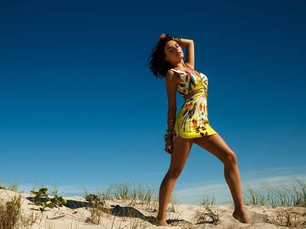 O cropped invade os modelos de vestido neste verão (Foto: Divulgação)