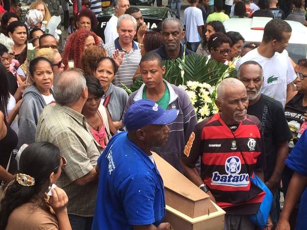 Corpo de Micaela foi enterrado nesta quiinta-feira  (Foto: Nicolás Satriano / G1)