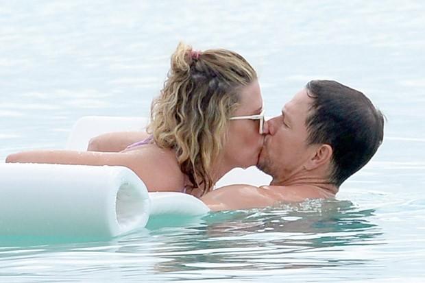 Mark Wahlberg e Rhea Durham (Foto: BackGrid)