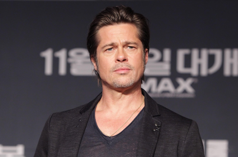 Brad Pitt cortou sua mão profundamente ao ser atropelado por um carro enquanto perseguia o vilão de 'Seven - Os Sete Crimes Capitais'. (Foto: Getty Images)