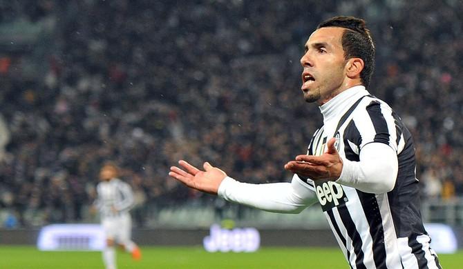 Tevez comemora, Juventus x Parma (Foto: EFE)