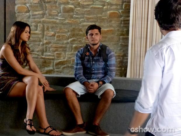 Laerte não gosta de ver Luiza e André juntos (Foto: Em Família / TV Globo)
