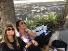 Ivete e Sabrina Sato aparecem juntas e cheias de sacolas em Miami
