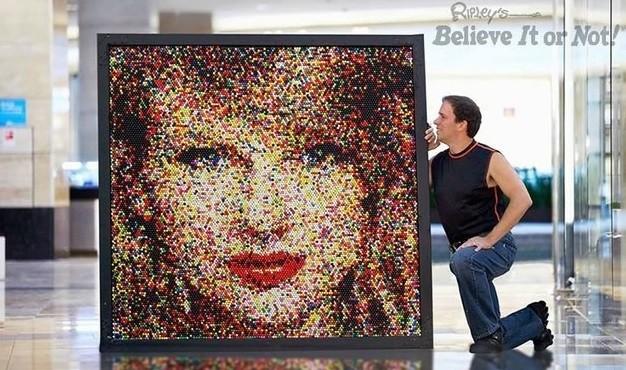 Taylor Swift feita de gomas de mascar