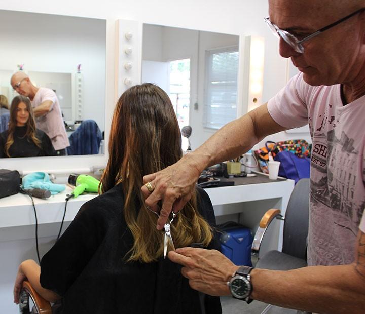 Pâmela Tomé corta o cabelo nos bastidores de 'Malhação' (Foto: Karen Fideles/Gshow)