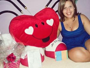 O presente de Carla estava escondido no carro do namorado, Eduardo. (Foto: Carla Isabella de Medeiros Pereira/VC no G1)