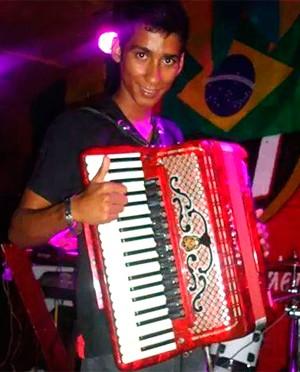 Ismael Platini, de 20 anos, era o sanfoneiro da banda (Foto: Arquivo pessoal/Facebook)