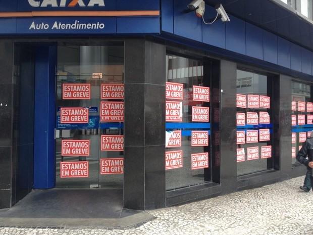 Greve dos bancos começou no dia 6 de setembro no Paraná e em todo o país  (Foto: Andressa Almeida / RPC)
