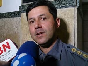 Coronel dos bombeiros fala sobre o incêndio em Santos, SP (Foto: Orion Pires/G1)