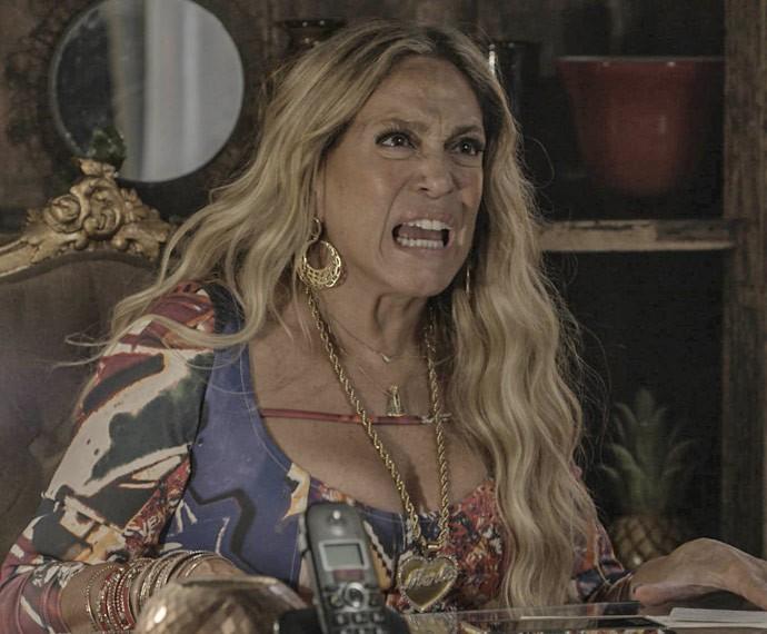 Adisabeba perde a cabeça ao saber da novidade (Foto: TV Globo)