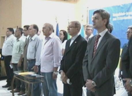 Autoridades estiveram presente durante a entrega de títulos (Foto: Bom Dia Amazônia)