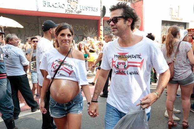Bruno Mazeo com a esposa gravida (Foto: Rafael Cusato/EGO)