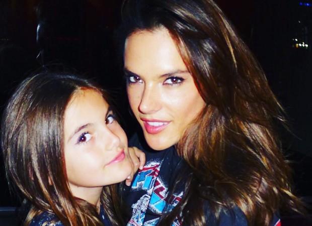 Alesandra Ambrosio e a filha, Anja Louise (Foto: Reprodução/Instagram)