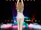 De barriga de fora, Jennifer Lopez faz show em Nova Jérsei
