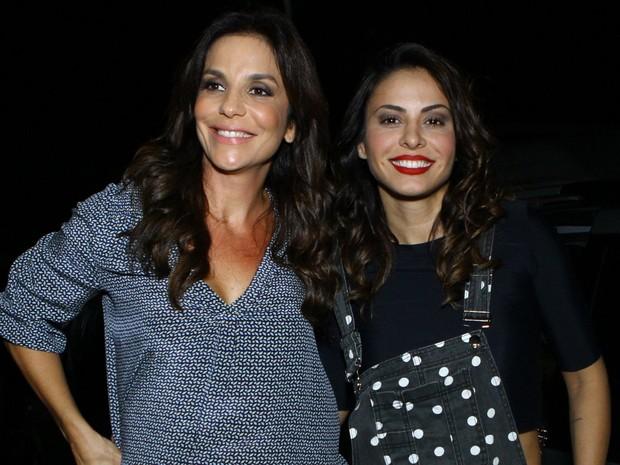 Ivete Sangalo e Alinne Rosa em casa de shows na Zona Oeste do Rio (Foto: Raphael Mesquita/ Foto Rio News)