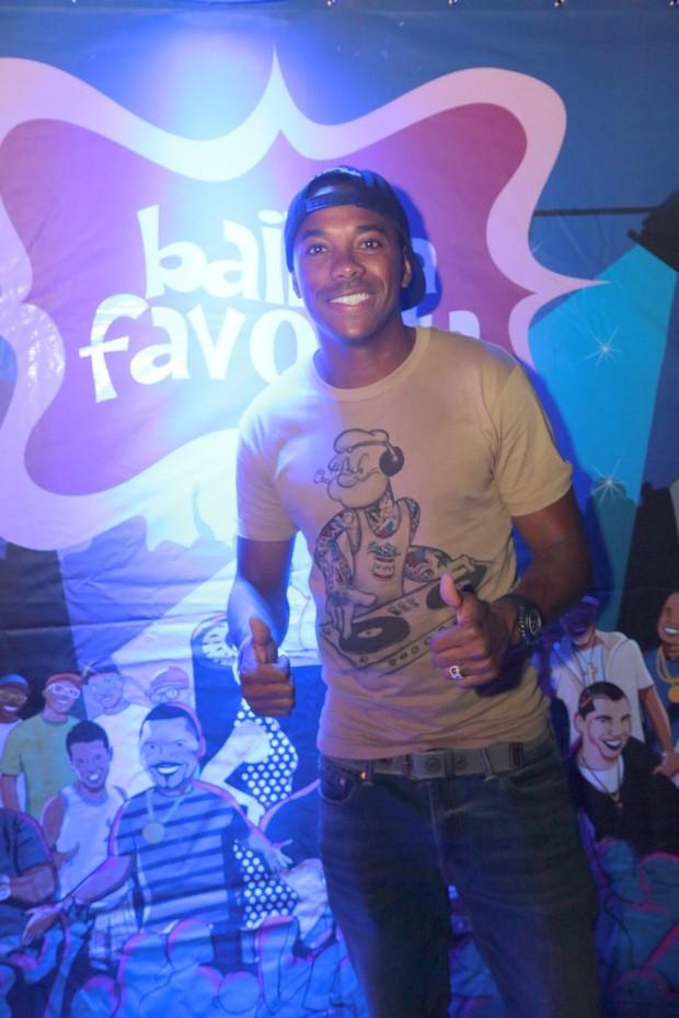 Robinho e mais famosos curtem baile funk no Rio (Foto: Reginaldo Teixeira/Divulgação)