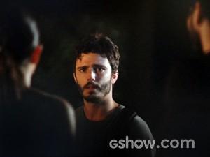 William flagra e fica uma fera! (Foto: Além do Horizonte/TV Globo)