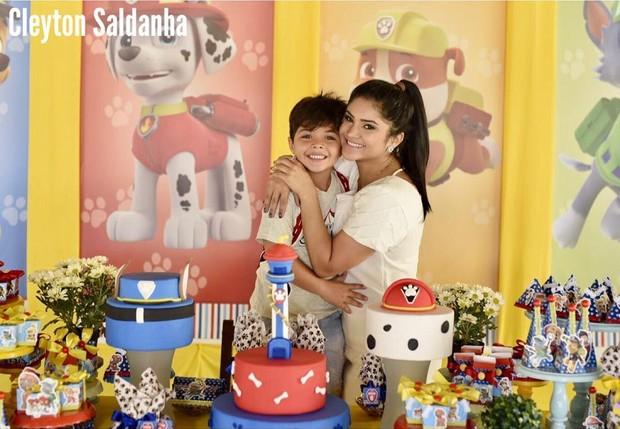 Mileide Mihaile posa com o filho Yhudy (Foto: Cleyton Saldanha Fotografias / Reprodução do Instagram)