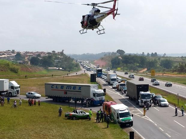 Acidente na Rodovia Santos Dumont, em Campinas (Foto: André Natale / EPTV)