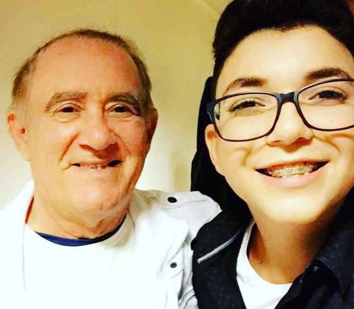 Também teve selfie do campeão do The Voice Kids com o eterno Didi, Renato Aragão (Foto: Arquivo pessoal)