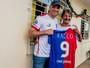 Corrente do bem: goleiro Marcos realiza sonho de idoso de Curitiba