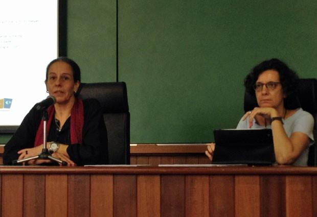 Ana Lúcia Pastore, superintendente de Prevenção e Proteção da USP, e Heloísa Buarque de Almeida, coordenadora do USP Diversidade, durante seminário na Cidade Universitária, nesta terça (Foto: Ana Carolina Moreno/G1)