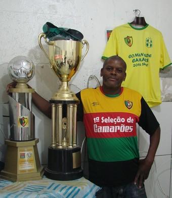 Família de descendentes torce por Camarões Sebastião Filho (Foto: Thiago Fadini/GloboEsporte.com)